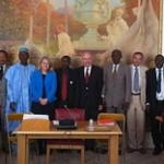 "25 mai : Réunion groupe France-Afrique de l'Ouest autour de parlementaires gambien Abdoulie Bojang, président de l'Assemblée nationale de Gambie, Fabakary Jatta, chef de la majorité parlementaire, Momodou Sanneh, chef de l'opposition parlementaire et Nett • <a style=""font-size:0.8em;"" href=""http://www.flickr.com/photos/45399752@N02/5915741618/"" target=""_blank"">View on Flickr</a>"