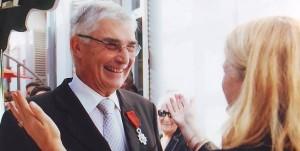 Remise des insignes de chevalier de la Légion d'Honneur à Jean Donet, élu AFE d'Algérie - Oran, 8 juillet 2010