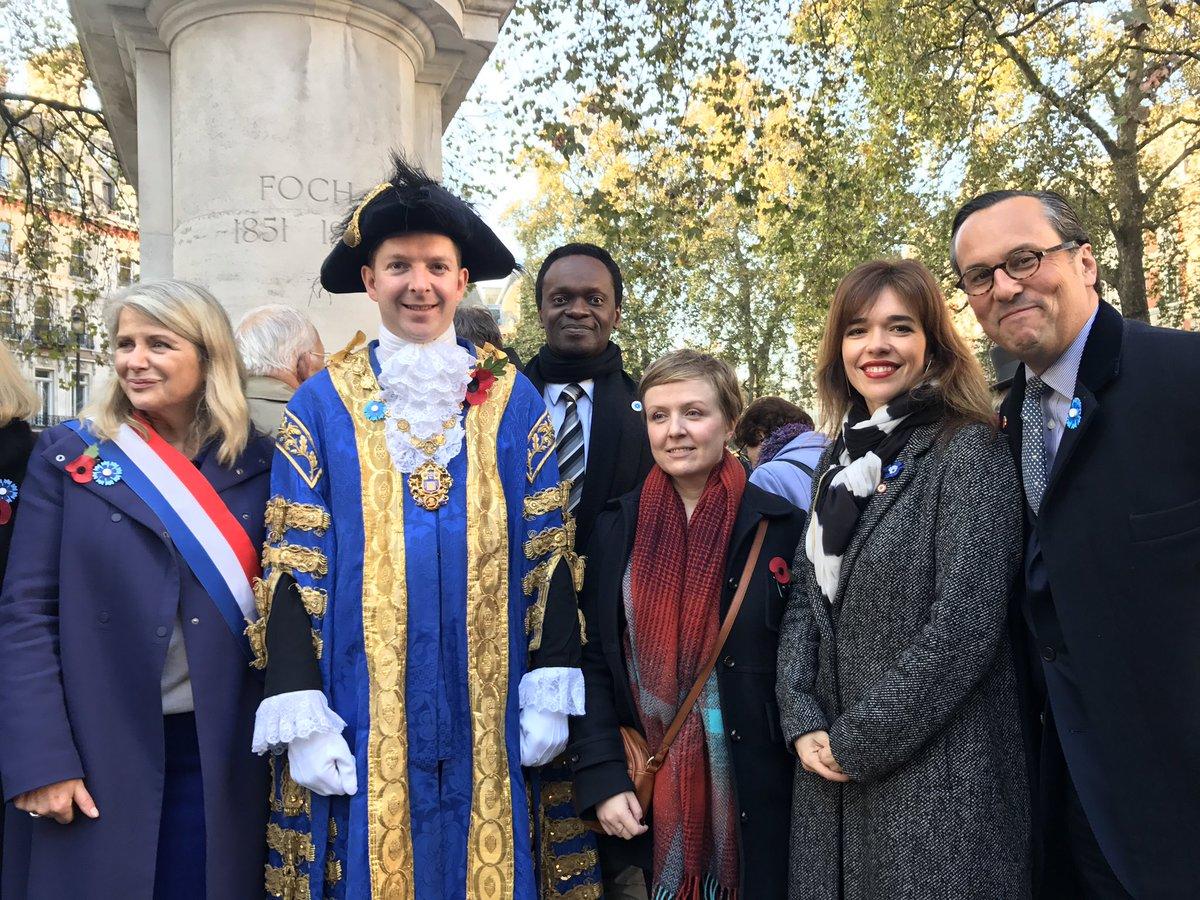 devant-la-statue-du-marechal-foch-avec-le-lord-maire-de-westminster-lambassadeur-et-nos-elus-consulaires