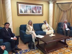 Avec le président de la commission des affaires étrangères, de la Défense et de la sécurité nationale de la Schura, Abdul Aziz bin Abdulla bin Nasser Ajman, et l'Ambassadeur de France Bernard Regnault-Fabre