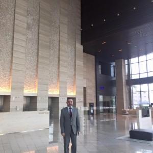 L'ambassadeur Christian Nakhlé dans la tour qui abritera les bureaux de l'ambassade