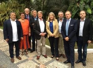 Avec l'ancien Ministre Bernard Kouchner et une équipe de chercheurs et médecins de la Croix Rouge, de l'Institut Mérieux et l'Agence française de développement