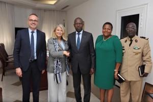 Avec le Premier Ministre Mahammed Boun Abdallah Dionne, sa Conseillère diplomatique et son conseiller de Défense, ainsi que le Premier Conseiller Eric Briard
